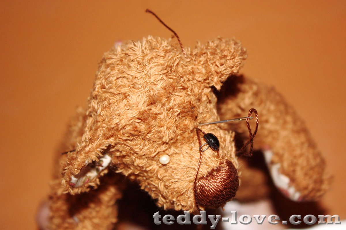 Пришиваем глаза мишке тедди