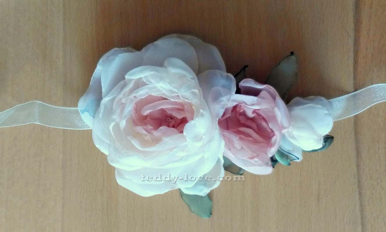 Украшение из цветов