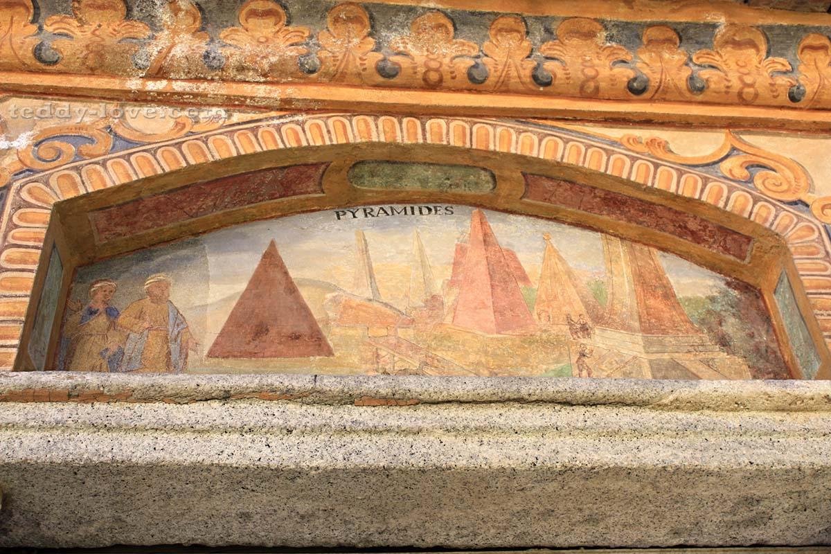 Пирамиды на старинной фреске