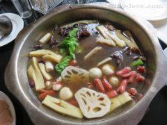 """блюдо называется """"Китайский самовар"""" - каждый кидает вариться то, что ему нравится..."""