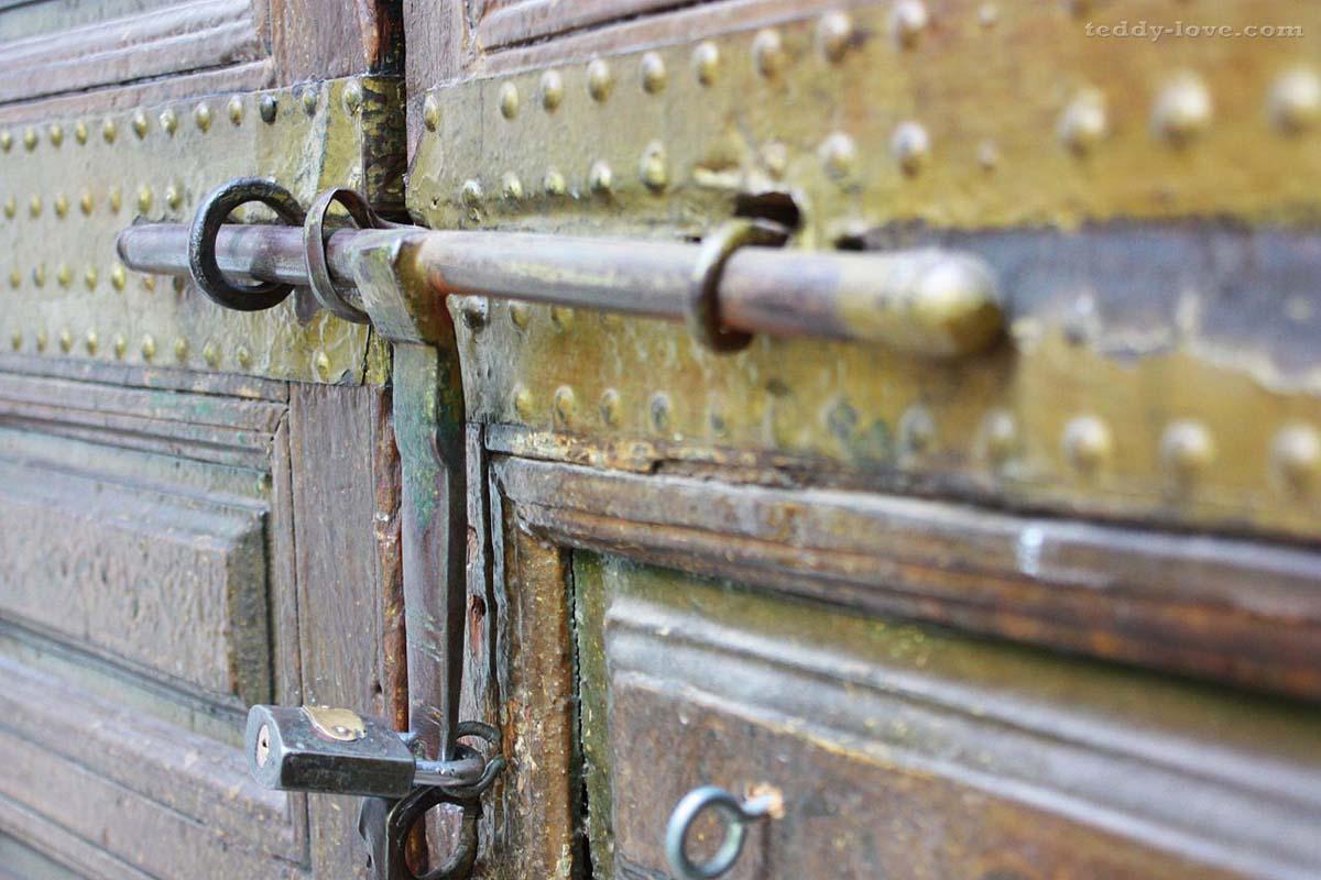 Марокко запомнился мне дверями...