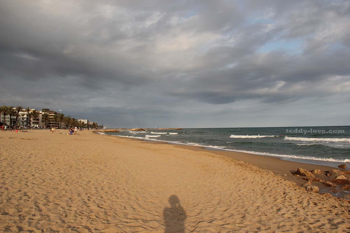 Пляж вечером в будний день