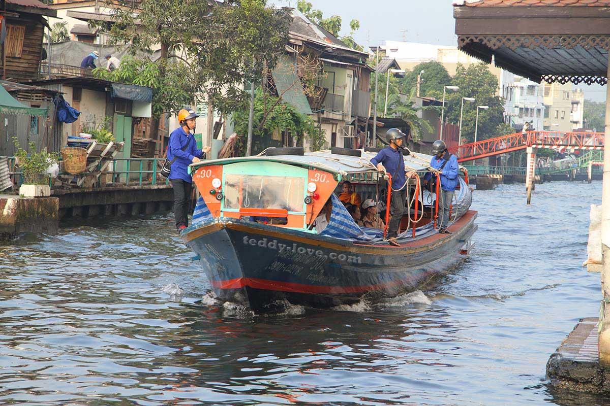 Водный трамвайчик в Бангкоке