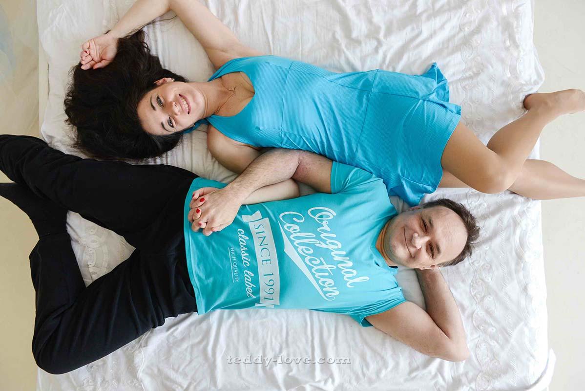 Для девушек также есть симпатичные спортивные платья) И красивые футболки с удобными штанами для мужчин