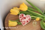 Пошаговый мастер - класс с фото по валянию простой игрушки из шерсти - сердечко с декором