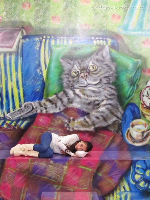 На коленях у кота)
