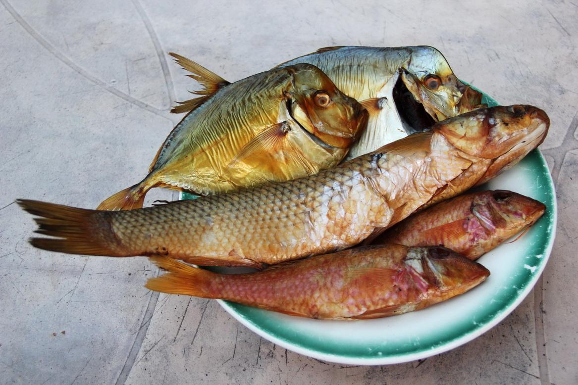 Местная рыбка: вомер копченый и вяленый, кефаль и барабуля