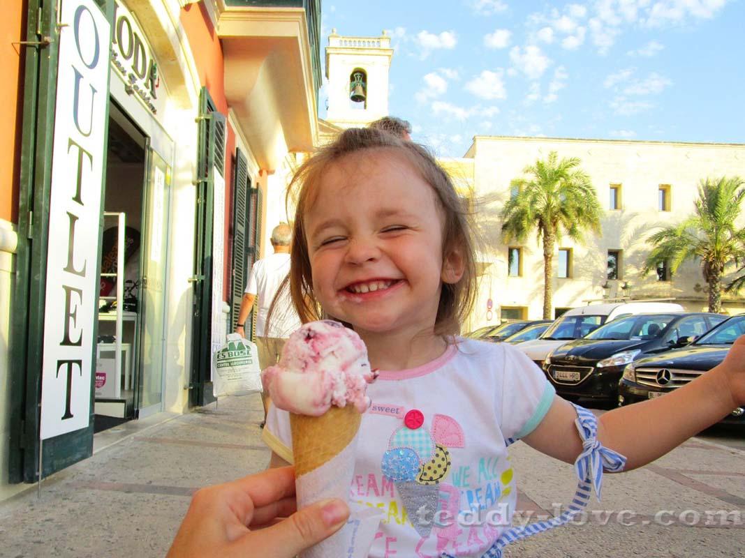 На Менорке очень вкусное мороженное!)
