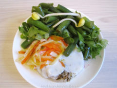 Филе трески с салатом