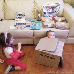 Дети полтора часа играли с коробкой)