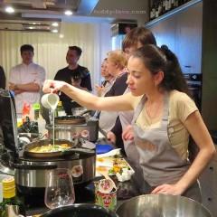 Это я на кулинарной битве готовлю вкусняшки в мультикухне)