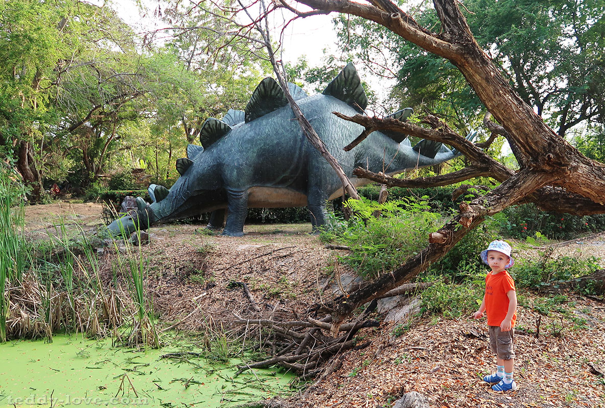 А этого динозаврика испугались