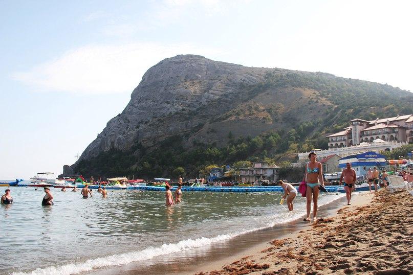 Пляж в Новом Свете – мелкий песочек и пологий вход в воду