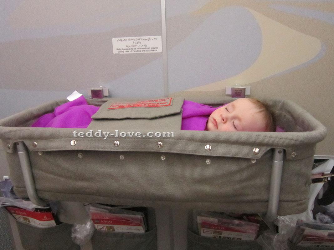 Вот так детки спят в самолетах