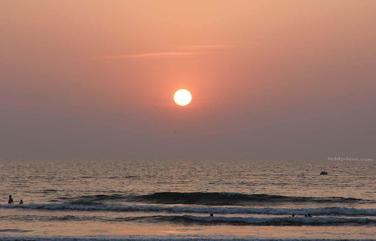 Закат на пляже Варка