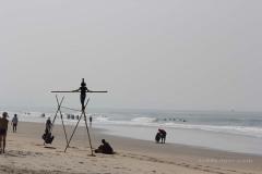 Помимо торговцев иногда на пляж приходят Артисты)