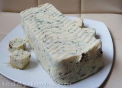 Сыр со свежими грибами и зеленью
