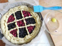 Простой рецепт дрожжевого теста. Лучший рецепт теста на пироги! Как сделать пирог из черники и малины