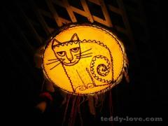 Забавная лампа на потолке
