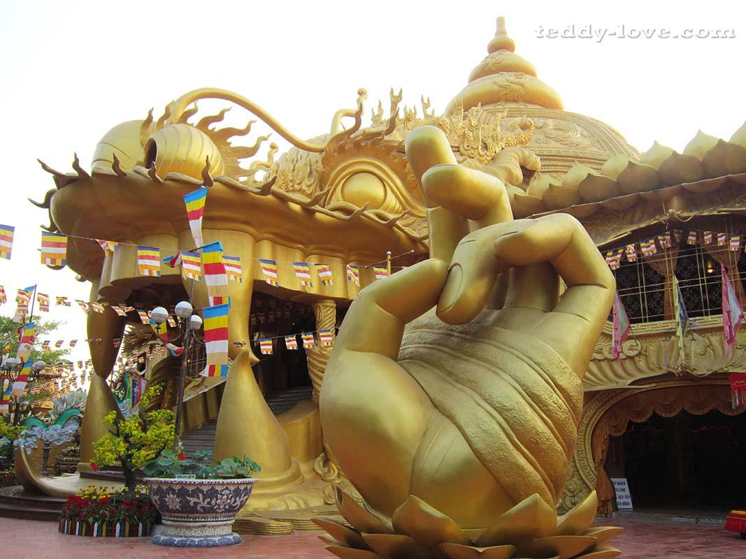 Самый большой храм парка Long Hoa Thien Bao