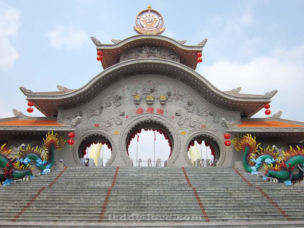 Ворота Парка Suoi Tien