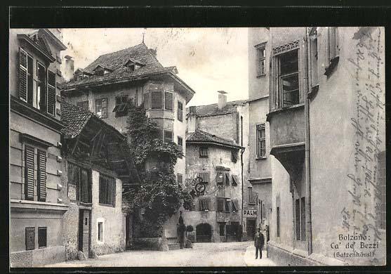 Сохранились старинные почтовые открытки с изображением таверны