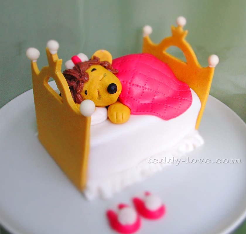 Кекс в основе детского торта из мастики