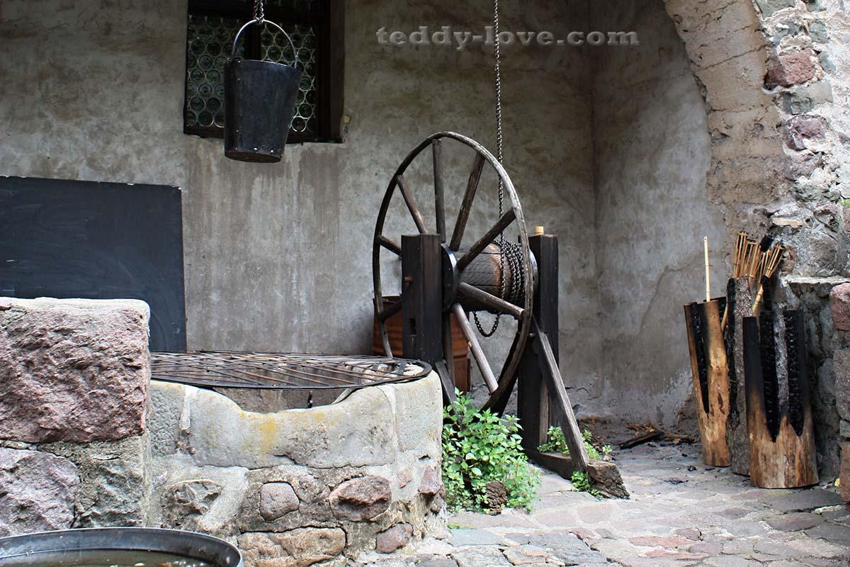 Старый колодец надежно закрыт – от греха подальше