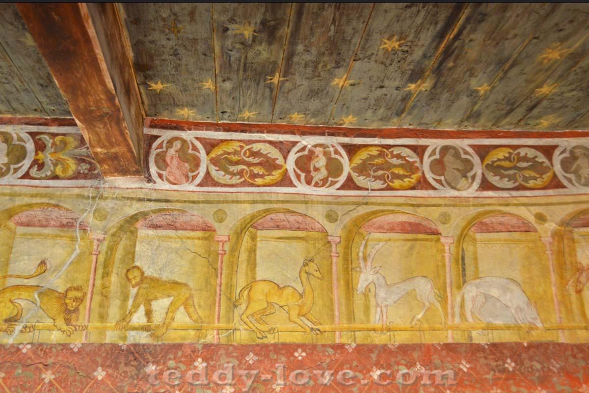 Потолочная роспись в виде звездного неба – по моде того времени